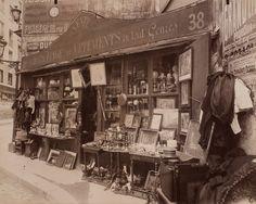 1909 Brocanteur 38 rue Descartes, Cinquième Arrondissement. IMAGE: EUGÈNE ATGET/GEORGE EASTMAN HOUSE