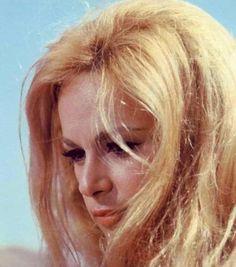 Αλίκη Βουγιουκλάκη Famous Women, Classic Beauty, Greece, Actresses, Actors, Beautiful, Cinema, Retro, People