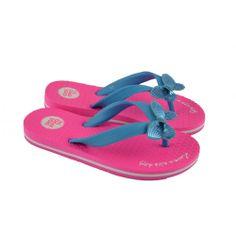 Flip flop de entrededo fabricadas con materiales sintéticos en combinación de color rosa y azul, con detalle en el empeine de lacito de la marca GIOSEPPO.