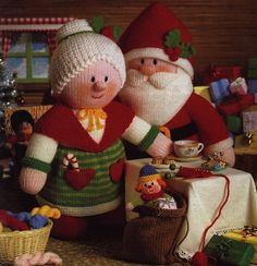 Amigurumi Knitting Pattern Santa Mrs Claus by AliceInCraftyland, $6.90