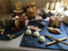 Mesa sabrosa con un sueño de quesos