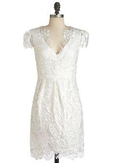 Vestido de encaje blanco de Modcloth. Un vestido que lo puedes lucir en tu propia ceremonia o una fiesta.