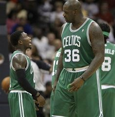Shaquille O 'Neal's size compared to Nate Robinson's