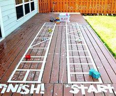 Fita adesiva também pode ser usada para criar um jogo de tabuleiro divertido fora de casa.