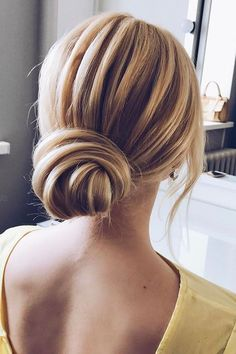 36 Mother Of The Bride Hairstyles ❤ See more: http://www.weddingforward.com/mother-of-the-bride-hairstyles/ #wedding