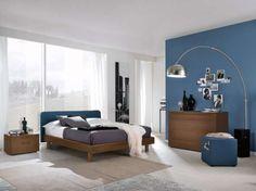 Camera in rovere - Camera da letto moderna con mobili in legno dalle forme essenziali.