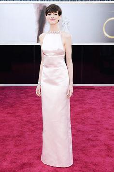 Anne Hathaway explains Oscar dress swap