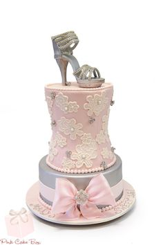 High Heel & Crystal Brooch Sweet 16 Cake Mary celebrated her sweet 16 with this shaped corset cake. The corset is covered with light pink fondant, pearl High Heel Cakes, Shoe Cakes, Cupcake Cakes, Purse Cakes, Gorgeous Cakes, Pretty Cakes, Amazing Cakes, Girly Cakes, Fancy Cakes