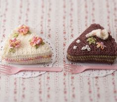Crocheted Cake Tawashi Scrubber - FREE Crochet Pattern and Tutorial by Pierrot