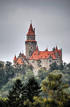 In Bouzov, Czech Republic. Castle Ruins, Castle House, Medieval Castle, Ancient Architecture, Beautiful Architecture, Beautiful Castles, Beautiful Places, Castle Painting, Castle In The Sky