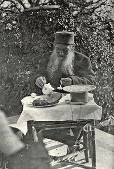 Léon Tolstoï, breakfast 1901