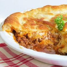 This post may contain affiliate links. Please see my fulldisclosure policyfor details.Ground Beef Pie Recipe : This Italian ground beef casserole is filled with ground beef, tomato sauce, and cheese. Then it's covered with a wonderful flaky crescent roll crust. It's one of our favorite quick and easy recipes for super busy weeknights. If you …