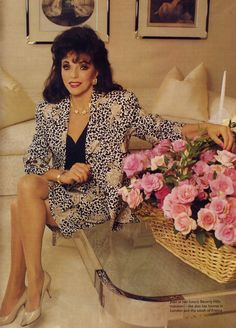 Early 1990s #flower #leg Dame Joan Collins, Diahann Carroll, 80s And 90s Fashion, Celebrity Stars, Sexy Older Women, Iconic Women, In Pantyhose, Celebs, Celebrities