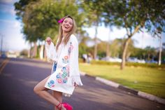 #lookSly Taciele Alcolea com kimono e shorts jeans do Inverno 2015.
