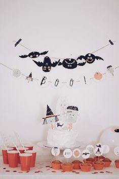 Modern Halloween Decor, Halloween Design, Halloween Party Decor, Halloween Candy, Holidays Halloween, Halloween Kids, Halloween Crafts, Cake Toppers, Halloween Buffet