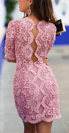 vestido de encaje, color rosa.