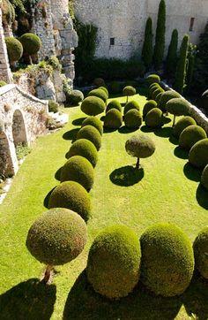 Castle garden topiary  www.lab333.com…