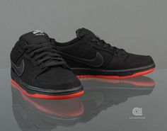 Levi's x Nike SB Dunk Low Pro QS   Black   (i have these!!!!)