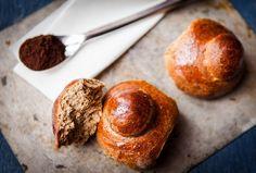 A proposito di dolci per la colazione, che ne dite se il caffé lo facciamo finire DENTRO la brioche? Best Bread Recipe, Bread Recipes, International Recipes, Italian Recipes, Muffin, Dishes, Baking, Healthy, Breakfast