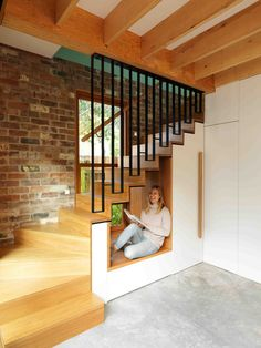 Sustainable Architecture and Space-Savvy Design Transform This Small Aussie Home - - Sustainable Architecture and Space-Savvy Design Transform This Small Aussie Home hall d entree Winzige Lese- und Sitzecke unter der Treppe Stair Railing Design, Home Stairs Design, Modern House Design, Home Interior Design, Railing Ideas, Interior Stairs, Sustainable Architecture, Architecture Design, Architecture Durable