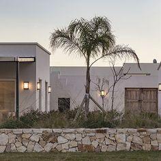 DETALLES - MATIAS GOYENECHEA Arquitectos Pintura Exterior, Santa Fe Style, Key Biscayne, Rustic Design, Construction, Facade, Villa, New Homes, Interior Design