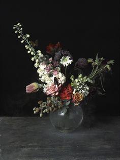 Ori Gersht nacio en1967 Sus flores se congelan con nitrogeno liquido.
