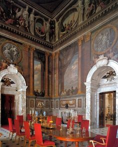 As Parsons summer school students we saw this grand dining room at Blenheim Palace. Now it is only used one day a year at Christmas???