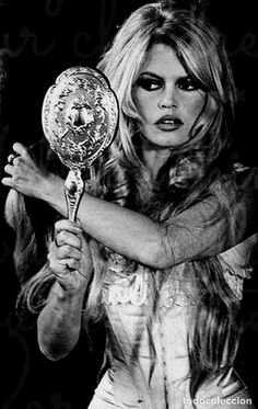 Brigitte Bardot in Viva Maria 1965 - Old Hollywood Glamour Vanity Glamour Hollywoodien, Old Hollywood Glamour, Vintage Hollywood, Hollywood Makeup, Hollywood Icons, Hollywood Fashion, Vintage Glamour, Hollywood Stars, Vintage Beauty