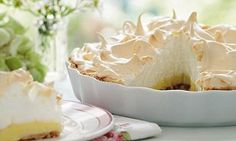Berry's Absolute Favourites: Quickest ever lemon meringue pie Just made this! Mary Berry's Absolute Favourites: Quickest ever lemon meringue pie Mary Berry Lemon Meringue Pie, Lemon Meringue Pie Recipe Condensed Milk, Mary Berry Lemon Tart, Lemon Recipes, Baking Recipes, Sweet Recipes, Dessert Recipes, Mary Berry Recipes Easy, Cupcake Recipes