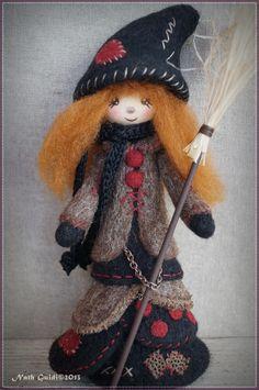 P'tite sorcière en laine feutrée à l'aiguille ! Nath.Guidi©2013