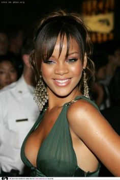 rihanna-long_up-do_hair