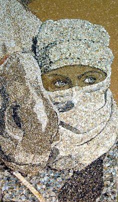 sand shell mosaic - Svetlana Ivanchenko makes intricate and detailed sand shell mosaic art using natural material found on beaches. The Ukranian artist makes use of .Svetlana Ivanchenko is a talented Ukrainian artist who uses overlooked natural mater Pebble Mosaic, Mosaic Glass, Glass Art, Stained Glass, Shells And Sand, Sea Shells, Art Pierre, Mosaic Portrait, Mosaic Artwork