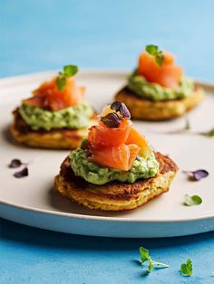 Smoked salmon blinis (or mini pancakes) are a perfect canape or appetizer for the holidays or any special occasion. SIBO friendly and gluten-free. Gaps Diet Recipes, Gf Recipes, Recipes Dinner, Blinis Recipes, Smoked Salmon Blinis, Healthy Travel Food, Roasted Carrots And Parsnips, Snacks, Mini Pancakes