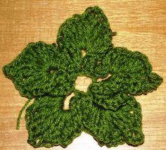 http://estheraliu.blogspot.gr/2011/11/crochet-christmas-wreath-year-2.html