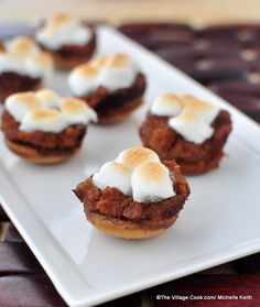 mini sweet potato pies @thevillagecook//A miniature version of the classic Thanksgiving side