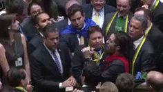 Comunidade Gifs - Gifsanima -: Bolsonaro também é flagrado cuspindo em Jean Wylly...