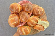 cele mai bune painici pitute de casa My Recipes, Bread Recipes, Snack Recipes, Salty Snacks, Yummy Snacks, Cooking Bread, Doughnuts, Deserts, Food And Drink