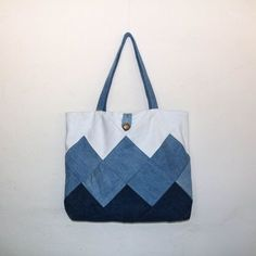 Patchwork denim tote bag patchwork tote patchwork by SewManyScraps Source by Bags Bag Pattern Free, Tote Pattern, Purse Patterns, Denim Bag Patterns, Sewing Patterns, Wallet Pattern, Patchwork Jeans, Denim Quilts, Crazy Patchwork