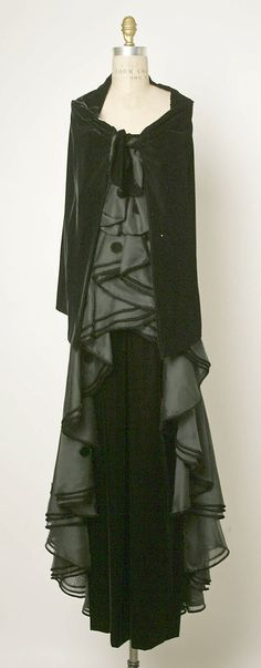 Vintage Valentino evening ensemble, ca. 1974 silk   In my next life, I want to come back tall enough to wear vintage Valentino~!