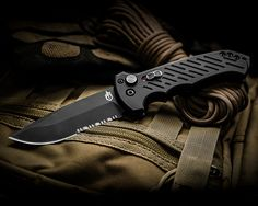 An American Hero. The Gerber 06 Automatic Knife Cool Knives, Knives And Tools, Knife Photography, Product Photography, Clear Face Mask, Butterfly Knife, Automatic Knives, Super Soldier, Tactical Knives