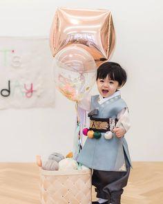 Cute Baby Boy, Cute Little Baby, Little Babies, Little Boys, Cute Kids, Cute Asian Babies, Korean Babies, Asian Kids, Cute Babies