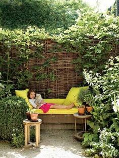 American Pastoral: Miranda Brooks and Bastien Halard's Brooklyn Home - Vogue - banquette covered in Mallorcan fabric, and wattle hurdles support blackberries and rambling roses. Photographed by François Halard Cheap Privacy Fence, Privacy Fence Designs, Privacy Screen Outdoor, Garden Nook, Garden Cottage, Home And Garden, Balcony Garden, Garden Kids, Fence Garden