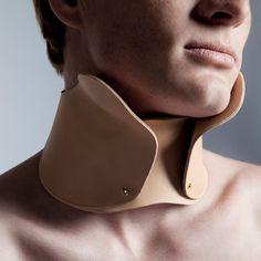 """Zoomorf Accessories & Jewellery By Frank Verkade : corset, malformation... un air de """"gueules cassées"""" ou de polio du siècle dernier.."""