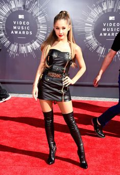 Ariana Grande | All The Looks From The VMAs Red Carpet