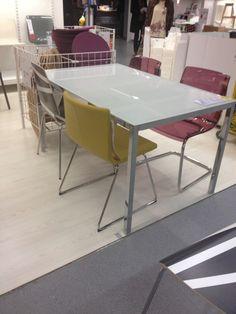 Mesa e cadeira (couro)