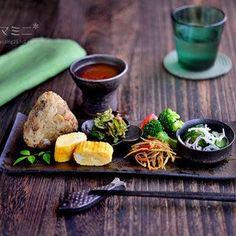 Japanese Food Dishes, Weird Food, Exotic Food, Food Decoration, Food Design, Design Design, Teller, Cute Food, Food Menu