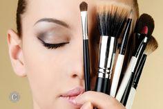SOS Make-up: 10 Consigli Utili Ogni donna vorrebbe essere sempre perfettamente curata: dai capelli all'outfit, dalle scarpe agli accessori. Ma, più di...