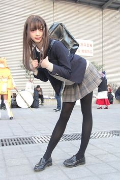 Asian Schoolgirl cosplay on the street. bent forward, slightly smiling at viewer. School Girl Japan, Japan Girl, Japanese School Uniform, School Uniform Girls, Cute School Uniforms, Beautiful Japanese Girl, Beautiful Asian Girls, Cute Asian Girls, Cute Girls