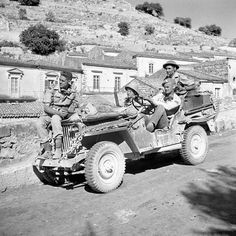 "retrowar: ""Canadian war correspondents in a jeep, Modica, Italy, 13 July 1943 "" Canadian Soldiers, Canadian Army, Military Jeep, Military Vehicles, Italian Campaign, Old Pickup Trucks, Chevy Trucks, Jeep Tj, Jeep Willys"