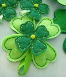 Four Leaf Clover - Flower for Machine Embroidery - In-The-Hoop - .- Vierblättriges Kleeblatt – Blume für Maschinenstickerei – In-The-Hoop – … Four-leaf clover – flower for … - Felt Crafts, Fabric Crafts, Sewing Crafts, Sewing Projects, Machine Embroidery Designs, Embroidery Patterns, Hand Embroidery, Flower Embroidery, Christmas Embroidery